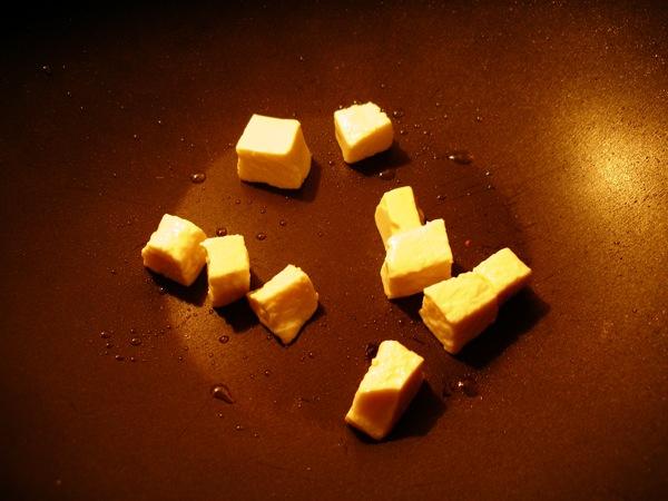 Con más cariño todavía, que el tofu se rompe fácil